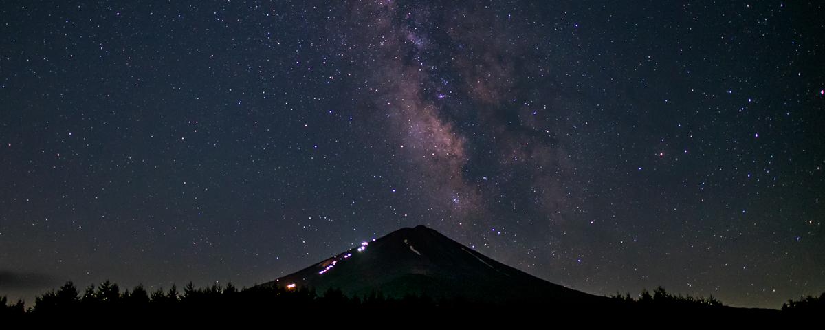 富士山と星空を眺める