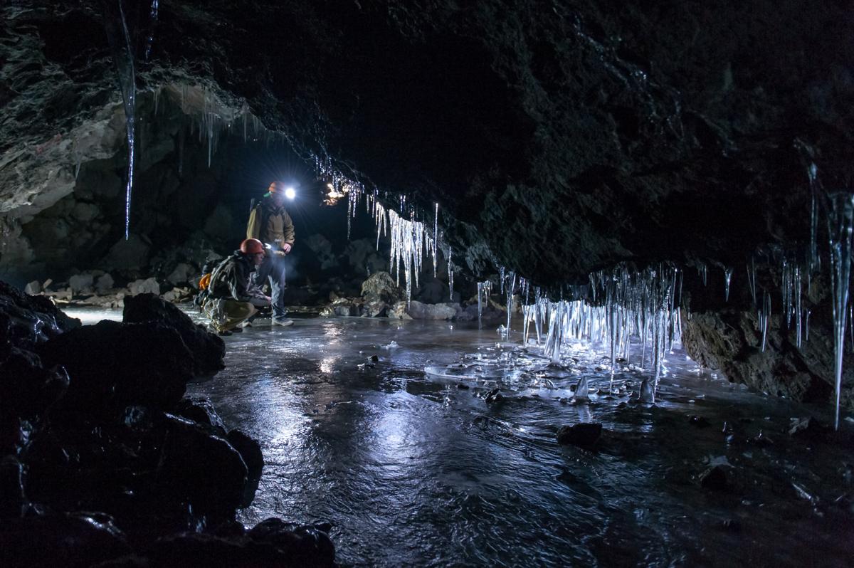 富士の地底探険